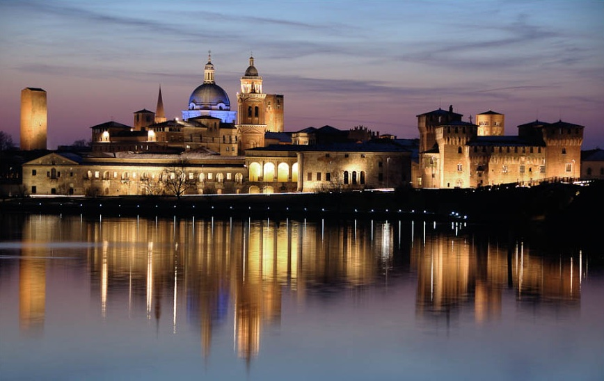 Mantova skyline night