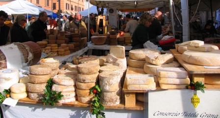 Pietrasanta Outdoor Market web