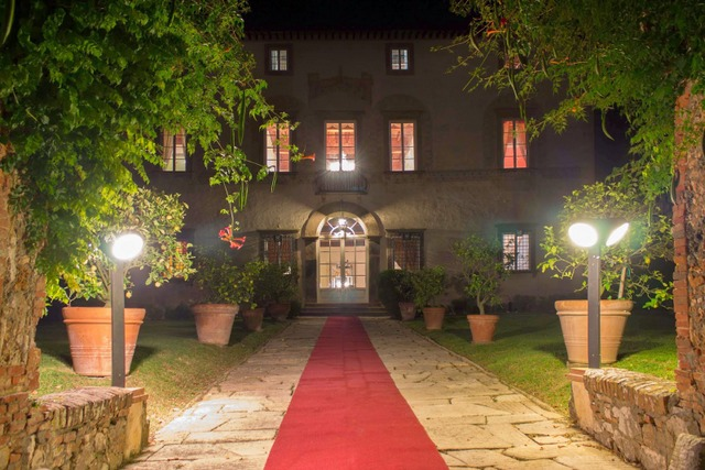 Villa Buonvisi at night
