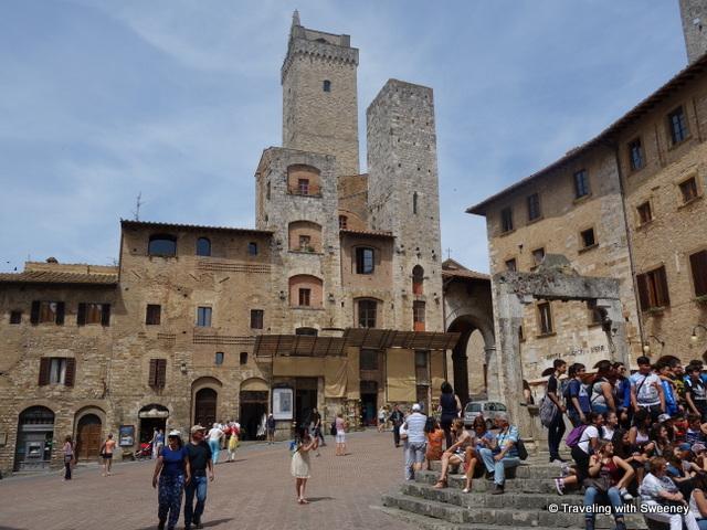 Piazza della Cisterna, Torri degli Ardinghelli (two shorter towers facing Piazza della Cisterna) in front of Torre Grossa