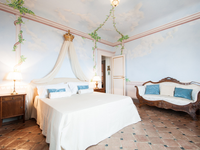 Delicate frescoe patterns on the walls of a bedroom in Villa Sant'Andrea