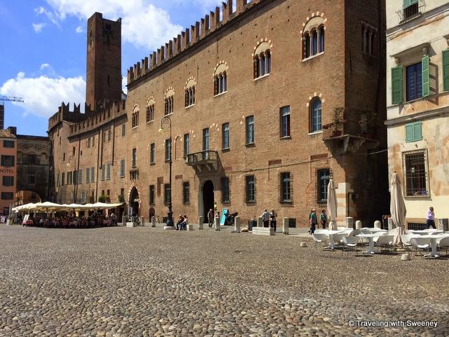 Palazzo-on-Piazza-Sordello